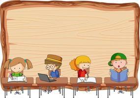 Tabla de madera vacía con muchos niños haciendo sus deberes aislados vector