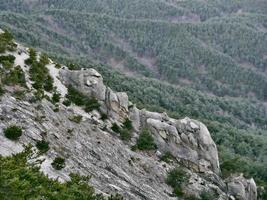 la vista a las hermosas montañas desde el pico alto. parque nacional de seoraksan. Corea del Sur foto