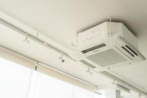 aire acondicionado en el techo foto