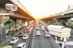 primer plano de la cámara de seguridad del tráfico. foto