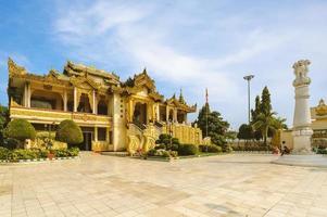 Pabellón noreste de la pagoda mahamuni en mandalay, myanmar foto