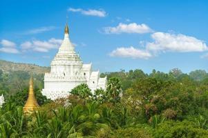 Hsinbyume o pagoda myatheindan en mingun, myanmar foto