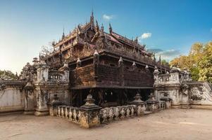 Monasterio de shwenandaw ubicado en mandalay, myanmar foto