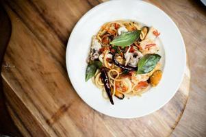 spaghetti seafood on the table photo