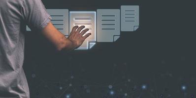 las personas optan por utilizar pantallas de documentos digitales. ilustración foto