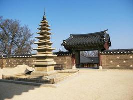 hermoso parque en el templo de naksansa, corea del sur foto