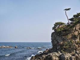 Hermoso acantilado junto al mar en el templo de Naksansa, Corea del Sur foto
