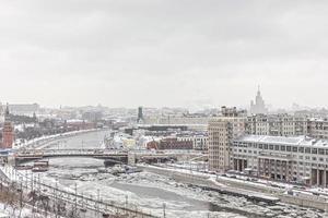 panorama de moscú en invierno, vista de la ciudad foto