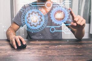 la gente está usando la pantalla de holograma para trabajar mostrando una ilustración gráfica foto
