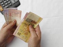 Fotografía para temas económicos y financieros con dinero brasileño. foto