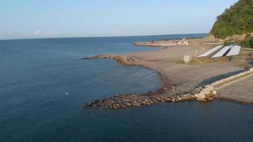 carro de praia acampando à beira-mar video