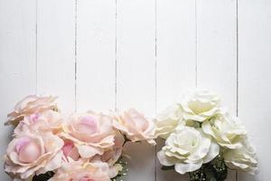 Fondo de flores de boda en madera blanca foto