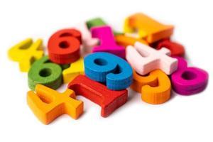 Número de matemáticas de madera colorida, estudio de educación aprendizaje de matemáticas enseñar concepto. foto