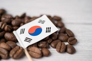 bandera de corea en los granos de café, importación, exportación, bebida, comida, concepto foto