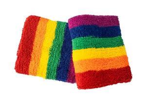 pulseras de la bandera del color del arco iris aislar sobre fondo blanco, símbolo del mes del orgullo lgbt. foto
