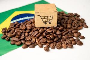Granos de café en concepto de comida de bebida de exportación de importación de bandera de Brasil. foto