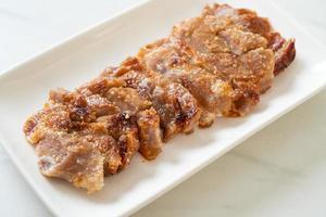 cuello de cerdo a la plancha con salsa picante tailandesa foto