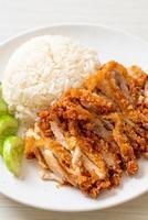 arroz con pollo hainanés con pollo frito foto