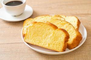 pan de camote con café foto