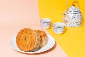 pastel de luna chino en un plato foto