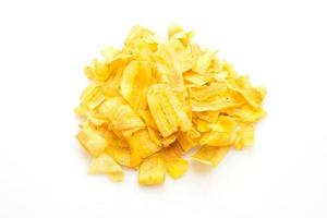 chips de plátano sobre fondo blanco foto