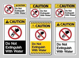 Precaución no extinguir con signo de símbolo de agua sobre fondo blanco. vector