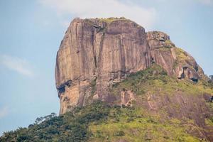 Vista de la piedra gavea en Río de Janeiro, Brasil foto