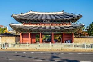 Donhwamun, the main gate of seoul Changdeokgung Palace in Seoul, South Korea photo