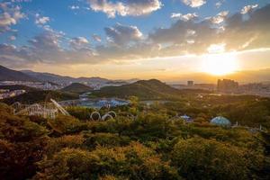 vista aérea de daegu al anochecer, corea del sur foto