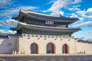 Gwanghwamun, the main gate of Gyeongbokgung Palace in Seoul, South Korea photo