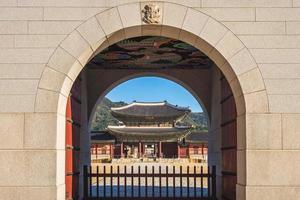 The main gate of Gyeongbokgung Palace in Seoul, South Korea photo
