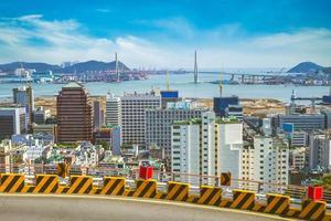 Puerto y puente de Busan en Busan en Corea del Sur foto