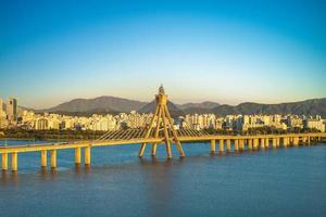 paisaje del río han en seúl, corea del sur foto