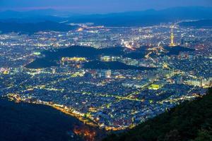 vista nocturna del parque aspan en daegu en corea del sur foto