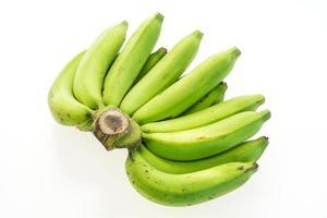 plátano verde sobre blanco foto
