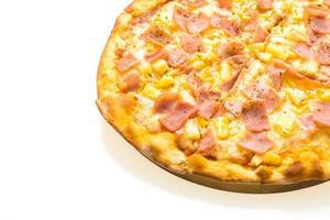 pizza hawaiana en bandeja de madera foto