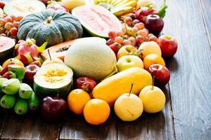 frutas variadas y mixtas foto
