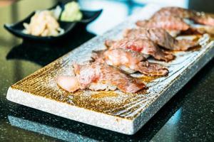 sushi de carne de vaca wagyu foto