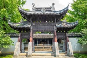 vista de la fachada del templo del general wu en wuzhen foto