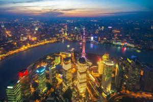 vista aérea, de, shanghai, por, ocaso, china foto