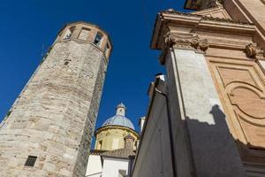 Torre cívica de la catedral de Santa Fermina en el centro de Amelia foto