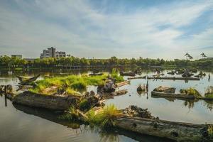 Estanque de madera del parque cultural forestal de Luodong en Yilan, Taiwán foto