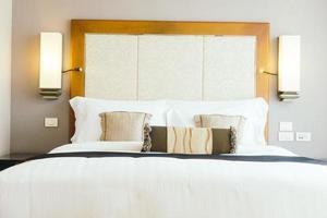 almohada en la cama foto