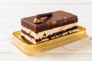 delicioso pastel de chocolate con almendras foto