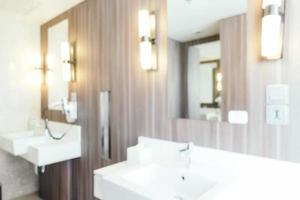 Desenfoque abstracto e interior de baño y aseo desenfocado foto