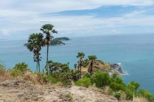 hermosa vista en el mirador del cabo de promthep, phuket, tailandia. enfoque suave. foto