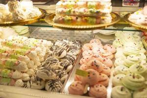 postres maravillosos en la pastelería foto