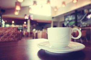 Taza de café con leche en la cafetería cafe foto