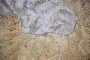 pared de barro agrietada foto