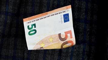 bolsillo de la chaqueta 50 euros video